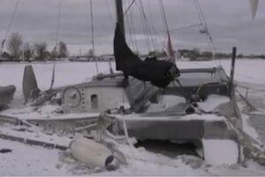 فیلم/ یخ زدن قایقها در اسکله!