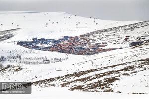 عکس/ طبیعت زیبای برفی یک روستای پلکانی