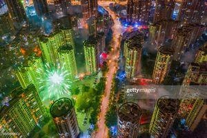 عکس/ آتش بازی بر روی آسمان خراشها در چین
