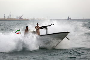 عملیات تیراندازی شبانه به اهداف هوایی در رزمایش مرکب امنیت دریایی