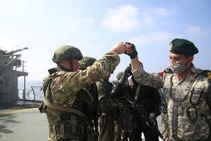 عکس/ خوش و بش نیروهای نظامی ایران و روسیه