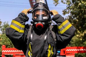 کدام زنان میتوانند آتشنشان شوند؟