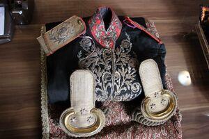 اهدا لباس سرتیپی ۱۱۶ ساله به موزه قاجار تبریز+عکس