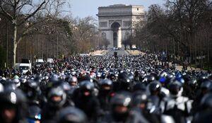 شانزه لیزه پاریس در تصرف موتورسواران