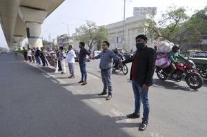 عکس/ اعتراض به افزایش قیمت بنزین در هند