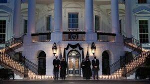 روشن کردن شمع برای یادبود قربانیان کرونا در کاخ سفید +عکس