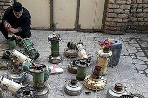 عکس/ تعمیر چراغهای نفتی قدیمی