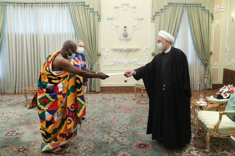 دریافت استوارنامه سفیر جدید غنا