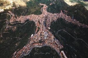 عکس/ روستایی شبیه به انسان در ایتالیا