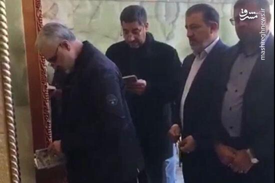 فیلم/ لحظاتی از حضور شهید سلیمانی در حرم امام علی(ع)