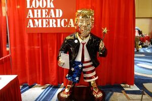 رونمایی از مجسمه طلایی ترامپ در گردهمایی «اقدام سیاسی محافظهکار»