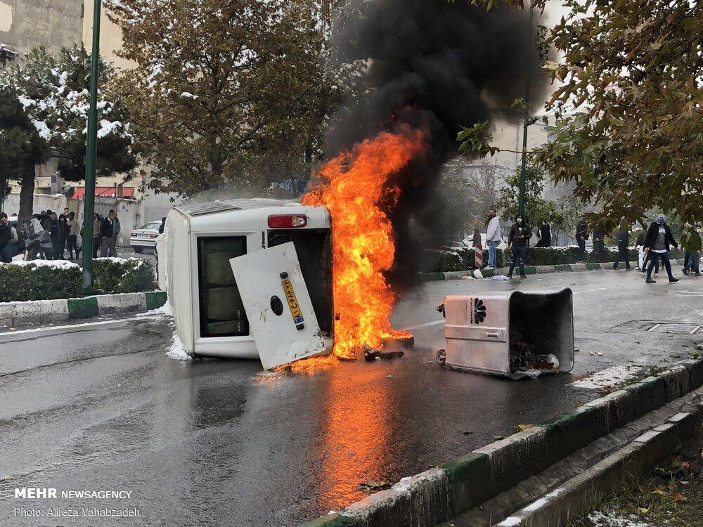 چرا دولت روحانی با افزایش قیمت دلار فضا را برای شورش فراهم میکند؟