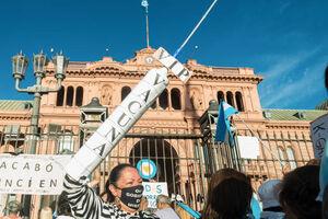 عکس/ اعتراض آرژانتینی به واکسیناسیون «وی آی پی»