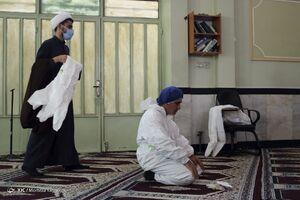 عکس/ نماز جهادگران در خط مقدم جبهه سلامت