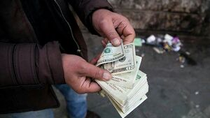 بازی با قیمت دلار در دولت دلار بازها/ رقابت بین دلار واعظی و دلار روحانی