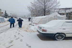 بارش برف در شهر زلزله زده سی سخت آغاز شد