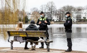 عکس/ گشت زنی پلیس آلمان برای تذکرهای کرونایی