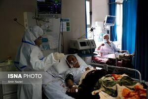قرآنخوانی یک بیمار بدحال کرونایی به نیت شفای بیماران کنارش +فیلم