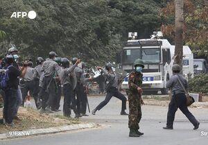 استفاده ارتش میانمار از گلولههای جنگی برای متفرق کردن معترضان