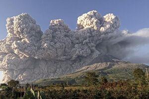 فوران کوه آتشفشانی در اندونزی