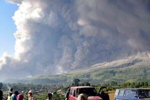 عکس/ گستردگی خاکستر کوه آتشفشانی در سوماترا