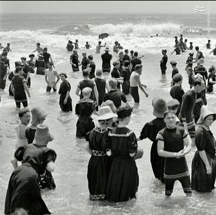 عکس/ ممنوعیت برهنه وارد شدن به دریا در آمریکا