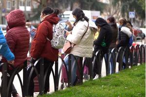 فیلم/ صفهای طولانی شهروندان بیکار نیازمند غذا در اسپانیا