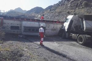 فیلم/ تصادف کامیون با اتوبوس مسافربری در هرمزگان