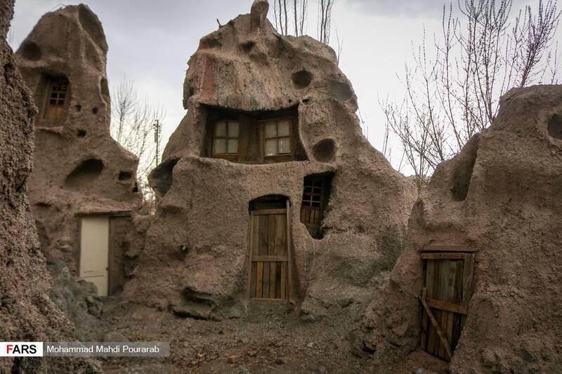 ماکت روستای کندوان تبریز در پارک ملی ایران کوچک به مساحت 440 متر مربع