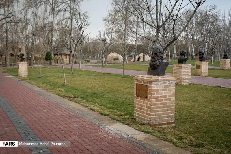 مجسمه مشاهیر بزرگ ایران در پارک ملی ایران کوچک