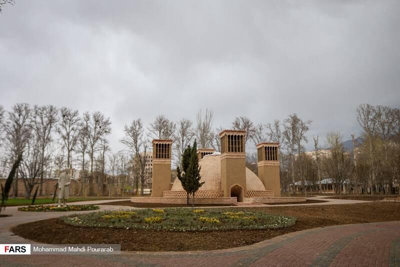 آب انبار و بادگیر یزد به مساحت 350 متر مربع در پارک ملی ایران کوچک
