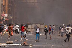 عکس/ درگیری معترضان در سنگال با پلیس