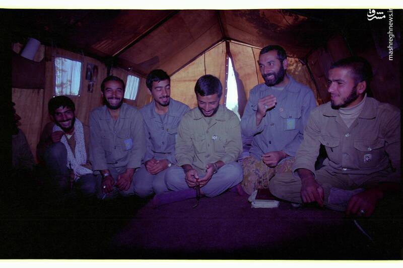 شهید «حاج محمدابراهیم همت» در کنار شهید محمد عبادیان