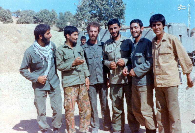 شهید «حاج محمدابراهیم همت» در کنار شهیدان محسن نورانی، محمدتقی پکوک و اکبر زجاجی