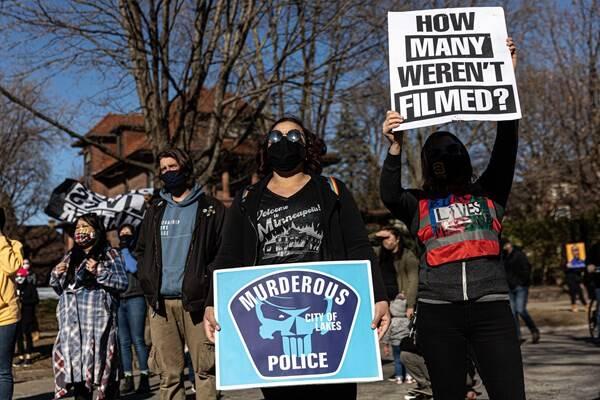 راهپیمایی آمریکاییها در آستانه محاکمه قاتل «جورج فلوید» +عکس