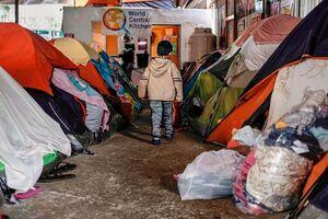 فیلم/ وضعیت بحرانی کودکان مهاجر در دولت بایدن