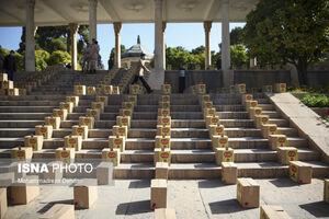 عکس/ توزیع ده هزار بسته معیشتی در آرامگاه حافظ