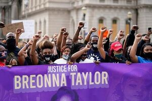 تجمع مردمی در اعتراض به تبعیض نژادی در آمریکا