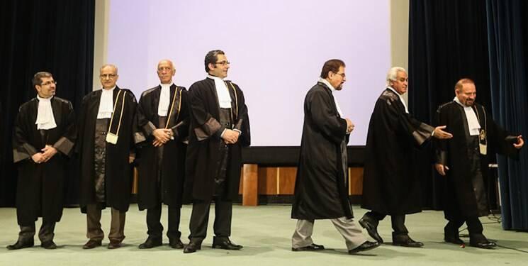 مجلس چگونه به انحصار وکالت پایان داد؟
