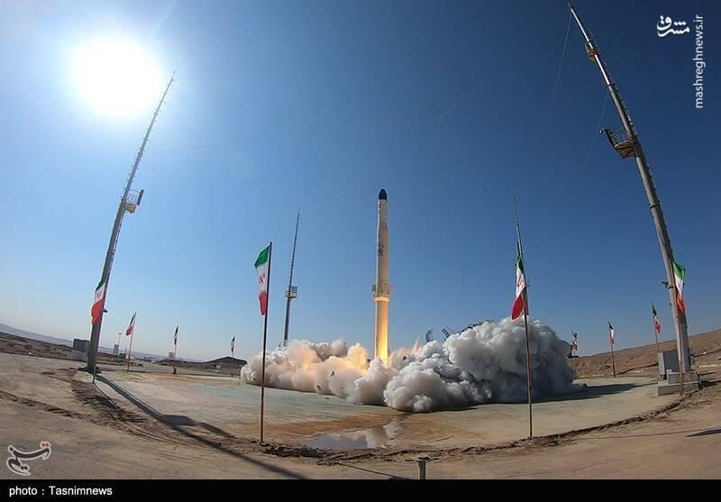 نگاهی به دستاوردهای مهم موشکی کشور در سال ۱۳۹۹/ باز شدن دریچههای فضا با دو ماهوارهبر جدید و بستهشدن روزنه تهدید با دهها بالستیک و کروز +عکس