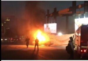 پلیس برای توقف خودروی شعلهور به دل آتش زد +عکس