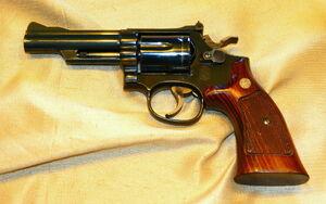 مجروح شدن فرزندان با اسلحه پدر خشمگین
