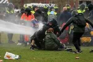 اعتراض مردم آمستردام به محدودیتهای کرونایی