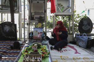 عکس/ تحویل سال در بهشت زهرای تهران