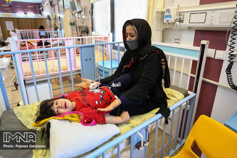 لحظه تحویل سال نو در بیمارستان کودکان امام حسین(ع)