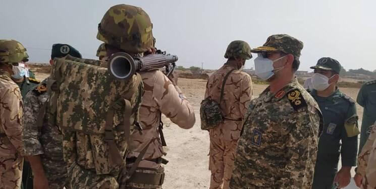 تحویل سال نو در جزیر ه تنب بزرگ با حضور فرمانده نیروی دریایی سپاه +عکس