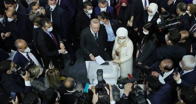 اردوغان در ریاست «عدالت و توسعه» ابقا شد