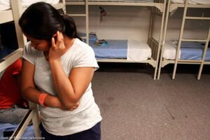 فیلم| پشت پرده بازداشت مهاجران و عقیم سازی اجباری در زندانهای آمریکا