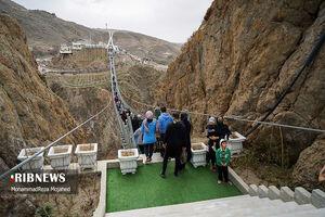 عکس/ گردشگران نوروزی در پل شیشهای اردبیل
