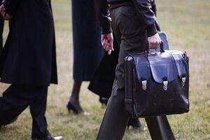 چرا روسای جمهور آمریکا چمدان هستهای به همراه دارند؟ +فیلم